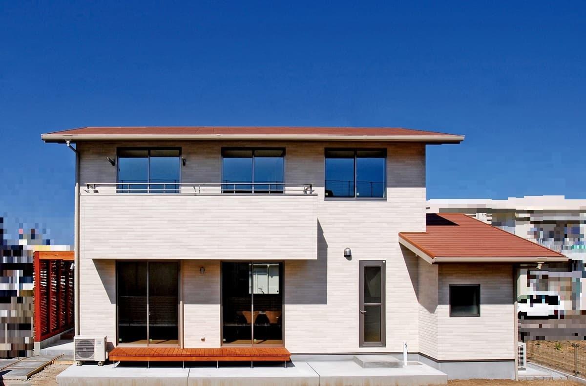 施工事例 7 ちりばめたタイル壁・飾り棚が自慢!南欧風のかわいいお家。〔切妻の家シリーズ〕