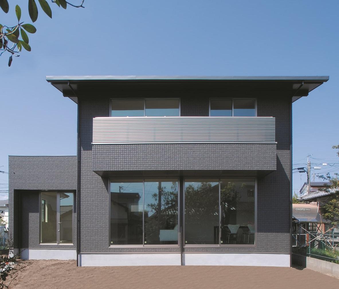 施工事例 01 黒い外観が際立つ、片流れ屋根の家【箱の家シリーズ】